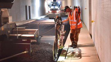 Máquinas de Vögele y Hamm construyen calzada con asfalto de temperatura reducida