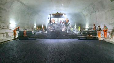 Construcción inteligente de carreteras en el túnel más ancho de Suiza